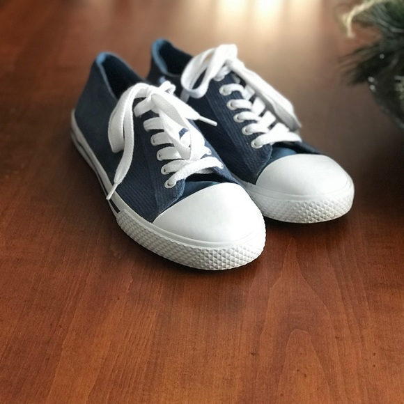 chuck taylor style shoes